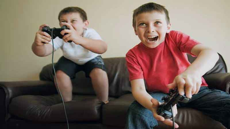 news-side-Children-playing-games-with-violent-behavior