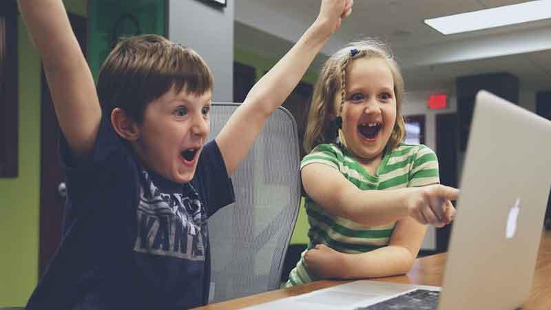news-side-Offensive-children,-social